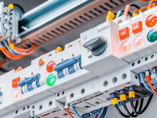 impiano-elettrico-1-fluidotecnica-grandi-impanti-tecnologici-condizionamento-idraulica-antincendio-pannelli-radianti-gas-domotica-elettrici-matera-basilicata