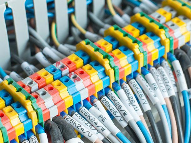 impiano-elettrico-2-fluidotecnica-grandi-impanti-tecnologici-condizionamento-idraulica-antincendio-pannelli-radianti-gas-domotica-elettrici-matera-basilicata
